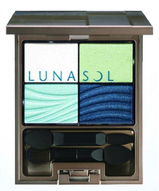 Kanebo LUNASOL晶巧光燦眼盒(澄色)#EX01海洋藍。(圖:Kanebo提供)