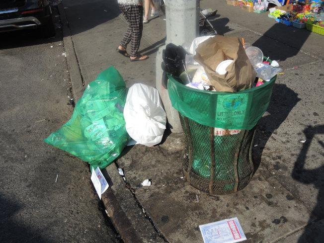 8大道街頭的公共垃圾桶不勝負荷,垃圾滿溢。(王靖雯/攝影)
