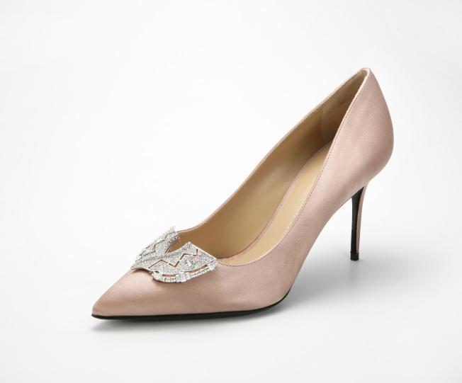 Giuseppe Zanotti Design裸色水鑽裝飾高跟鞋。(圖:Giuseppe Zanotti Design提供)