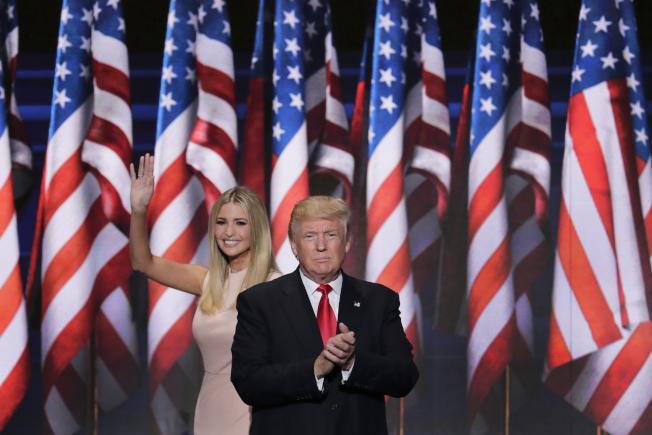共和黨總統候選人川普的女兒伊凡卡21日晚介紹父親出場。伊凡卡是川普勝選的秘密武器。(美聯社)