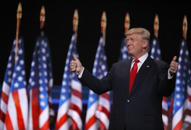 共和黨總統候選人川普21日晚,在克利夫蘭市的共和黨全代會上,發表接受提名演說,保證當選後一定「美國優先」,恢復美國榮光。(歐新社)