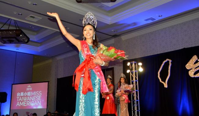 2016年台美小姐選拔決選晚會7日於聖蓋博希爾頓飯店舉行,黃馨儀獲得年度皇后。(記者張宏/攝影)