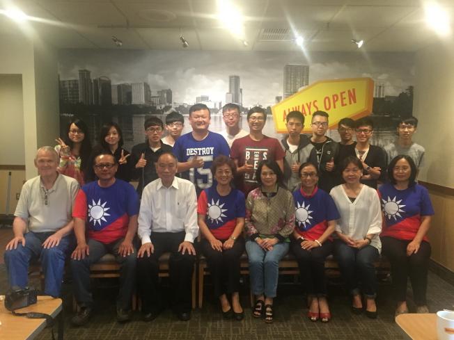 世界盃電腦應用技能競賽台灣代表隊抵奧蘭多,僑界人士以早餐會接待。(記者陳文迪/攝影)