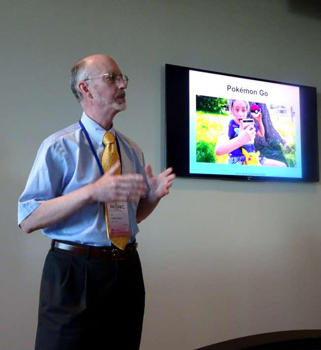 肯恩大學副校長、教務長托尼(Jeffery Toney),就高等教育未來的變化和展望進行演講。(記者謝哲澍/攝影)