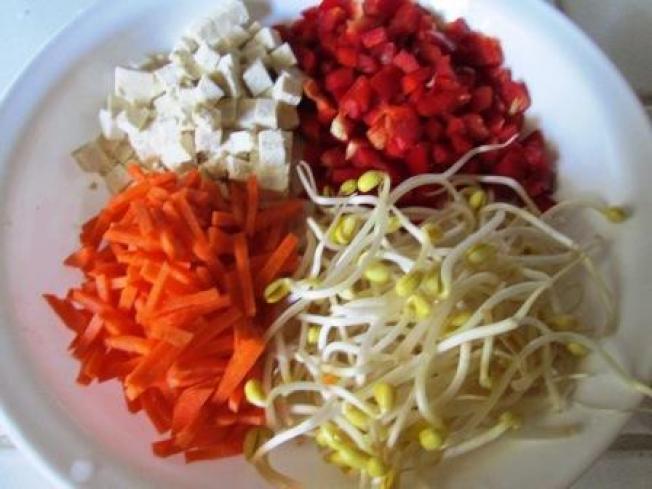 ★(一-1)紅椒黃豆芽湯麵