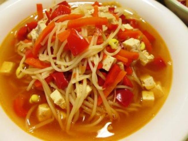★(一-2)紅椒黃豆芽湯麵