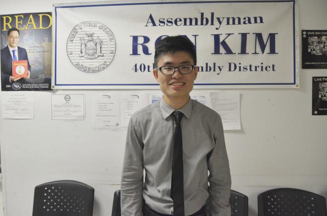 金兌錫辦公室實習生周志輝積攢經驗,回香港有意從政。(記者俞姝含/攝影)