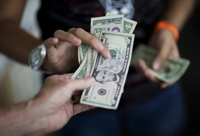 貧富嚴重失衡 窮人增收入又慢又難