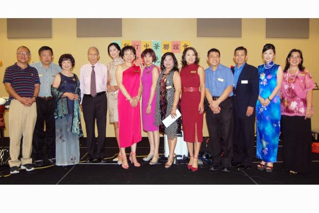 中華聯誼會董事會全體成員歡迎貴賓。