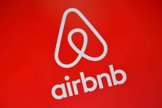 紐約州近期通過禁止網路刊登短期租賃廣告的新法案,導致超過一半的紐約市Airbnb房屋租賃信息被列入非法名單。(Getty Images)
