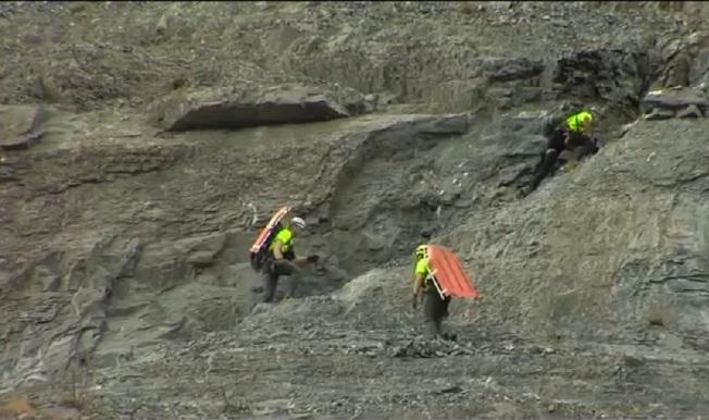 14歲中國交換學生陳克迪(Kedi Chen,音譯)29日在猶他州新娘面紗瀑布墜落身亡。圖為現場搜救人員。(截自視頻)