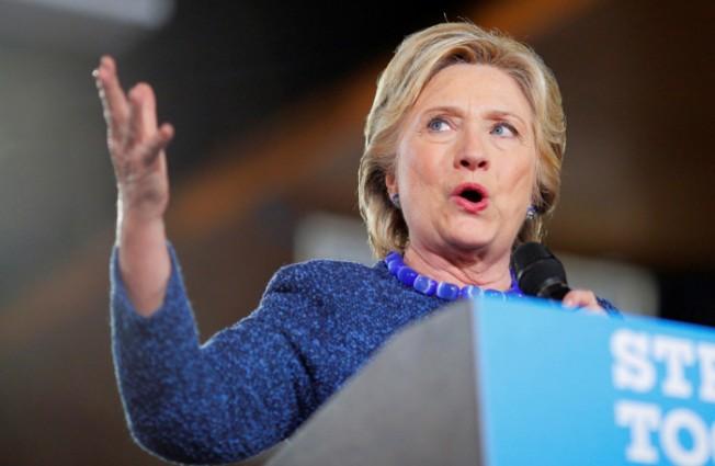 對於FBI重啟電郵門案調查,柯林頓表示,「大選前放出這種小道消息,真奇怪,不只奇怪,還史無前例」。