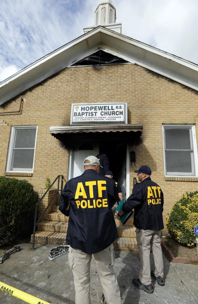 纵火百年非裔教堂失火 留字「投川普」