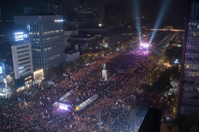 神棍控制總統 南韓人:羞恥