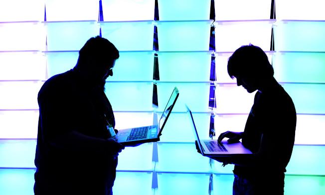 目前在美國最紅火、需求最高的技能,如網路與資訊安全等,簽約獎金逾萬。(Getty Images)
