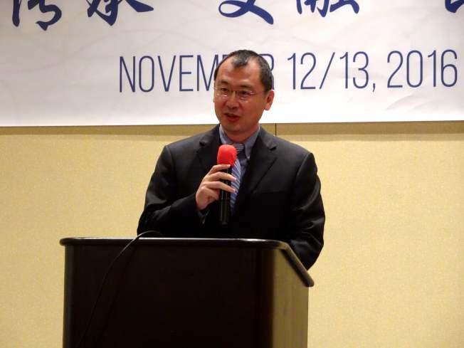 中國駐紐約副總領事邱艦,代表總領館祝賀華夏中校年會召開。(記者謝哲澍/攝影)