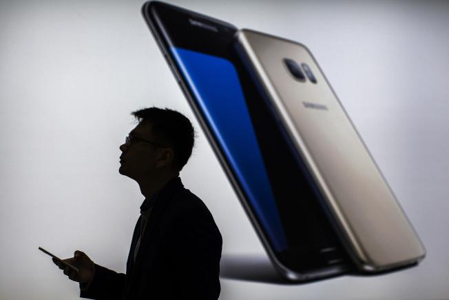 50元智慧手機藏暗門 訊息傳中國政府
