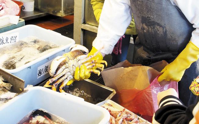 灣區特產海鮮鄧金斯蟹(Dungeness crab)。(記者關文傑攝影)