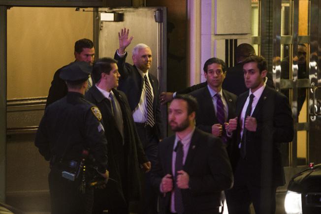 潘斯百老匯觀劇遭噓 川普要求道歉