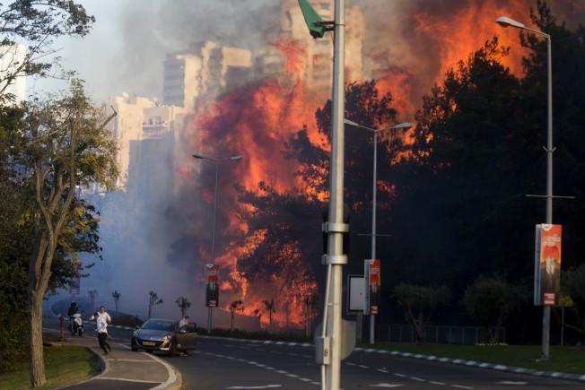 大火燒進城 以色列數百人撤離