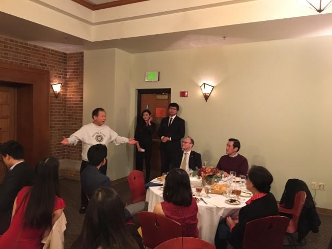 聖母大學安排歡迎餐會,氛氛溫馨、笑聲不斷。(黃惠玲攝)