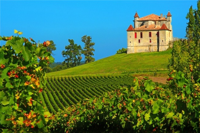 在法國Aquitaine地區,租一個七間臥室的城堡,附有家具,及游泳池,月租只要2925元。(Getty Images)