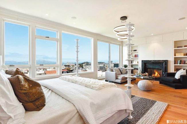 其臥房內可看到金山灣無敵海景。(圖:房地產公司提供)