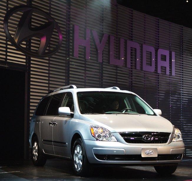 韓國現代在美國召回4萬1000輛Entourage系列小型廂型車,車廂掛鉤在車輛行駛途中有可能斷開連接。(Getty Images)
