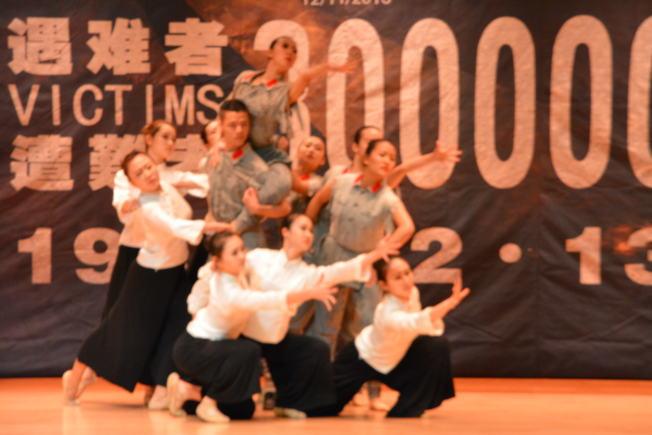 上海電影藝術學院師生表演大型音樂舞蹈史詩歷史的回憶。(記者啟鉻/攝影)