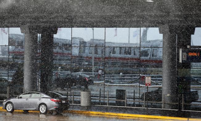 暴風雪亂交通 全美1700航班停飛