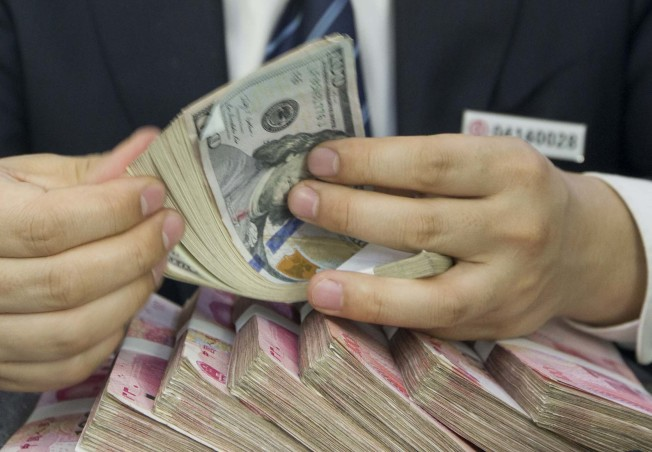 中國官方15日公布的人民幣對美元匯率中間價為6.9289,創下2008年6月以來的新低。  (中新社)