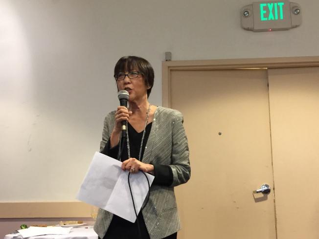 陳煥瑛宣布,將在柏克萊實施試點計畫,將新鮮事物送到可負擔住屋內的老人住戶。(記者劉先進/攝影)