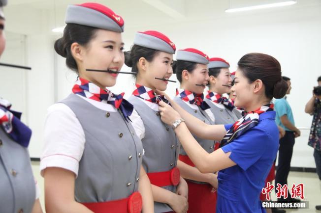 亞洲航空美女當賣點 在歐美恐惹官非