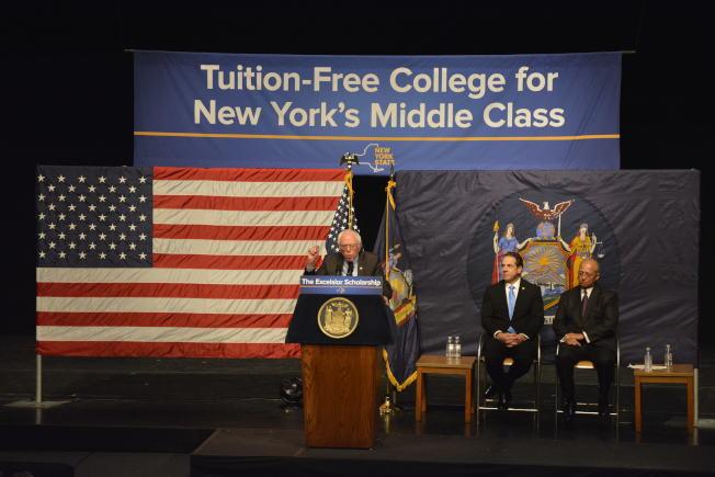 桑德斯(左)表示,全國各州都將跟隨紐約州的腳步,推行免費大學教育。(記者俞姝含/攝影)
