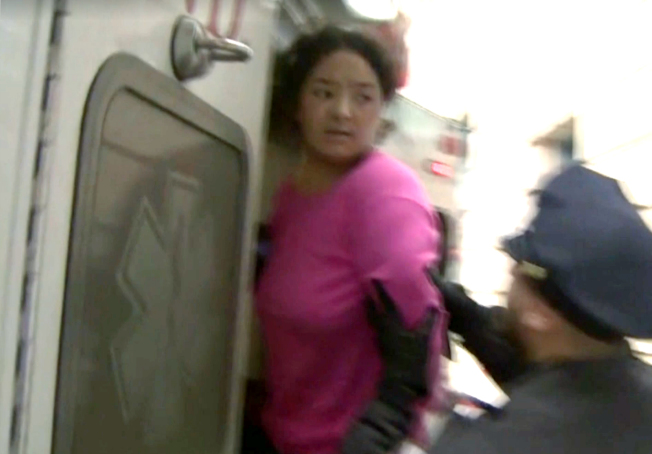 項盛潔殺死一歲女兒,4日被送往醫院做精神鑑定。(CBS視頻截圖)