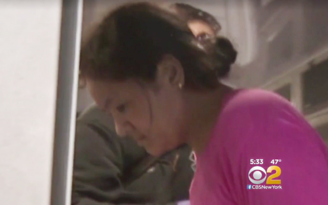 項盛潔殺死一歲女兒,4日被送往醫院做精神鑒定。(CBS視頻截圖)