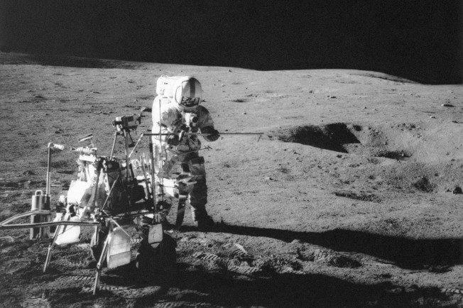 研究人员利用「阿波罗14号」登月小艇1971年收集的岩石和土壤,判定月球在45亿1000万年前形成。(美联社)