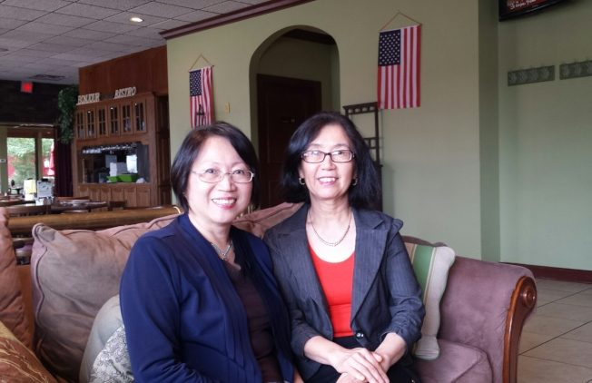 令狐萍教授(右)接受周密訪問。(周密提供)