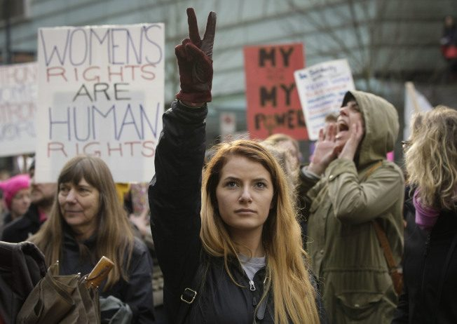 抗议川普歧视女性 温哥华数千人示威