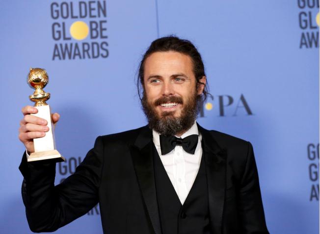 凱西艾佛列克獲得金球獎最佳戲劇影片男主角獎。(路透)