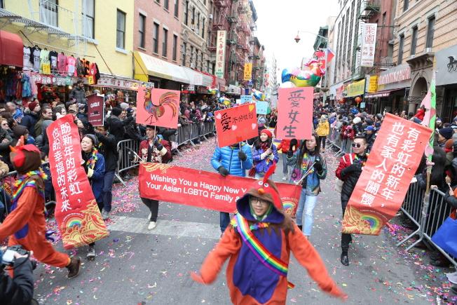 華裔同志群體參加遊行。(記者洪群超/攝影)