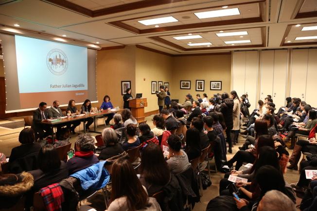 亞美聯盟舉行亞裔社區討論會,數百人濟濟一堂,商討川普治下亞裔社區的對策。(記者洪群超/攝影)