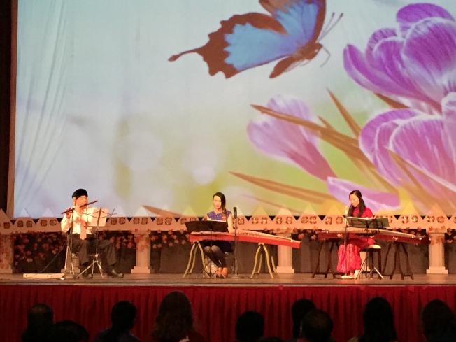阿拉巴馬州伯明罕華人春節聯歡會,靈聲國樂團表演「新鴛鴦蝴蝶夢」。(記者張嘉琪/攝影)