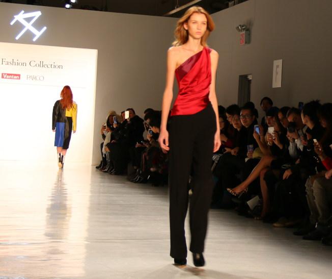 何昀霖的作品在紐約時裝周展出。(記者高夢梓/攝影)
