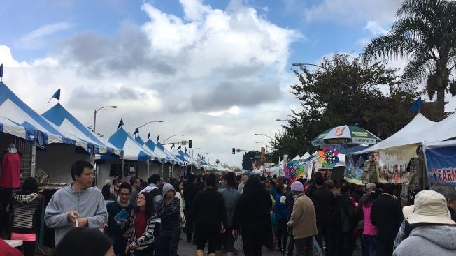 阿罕布拉市四海迎春園遊會活動,當日天氣陰涼,吸引不少民眾前來。(記者莊婷/攝影)