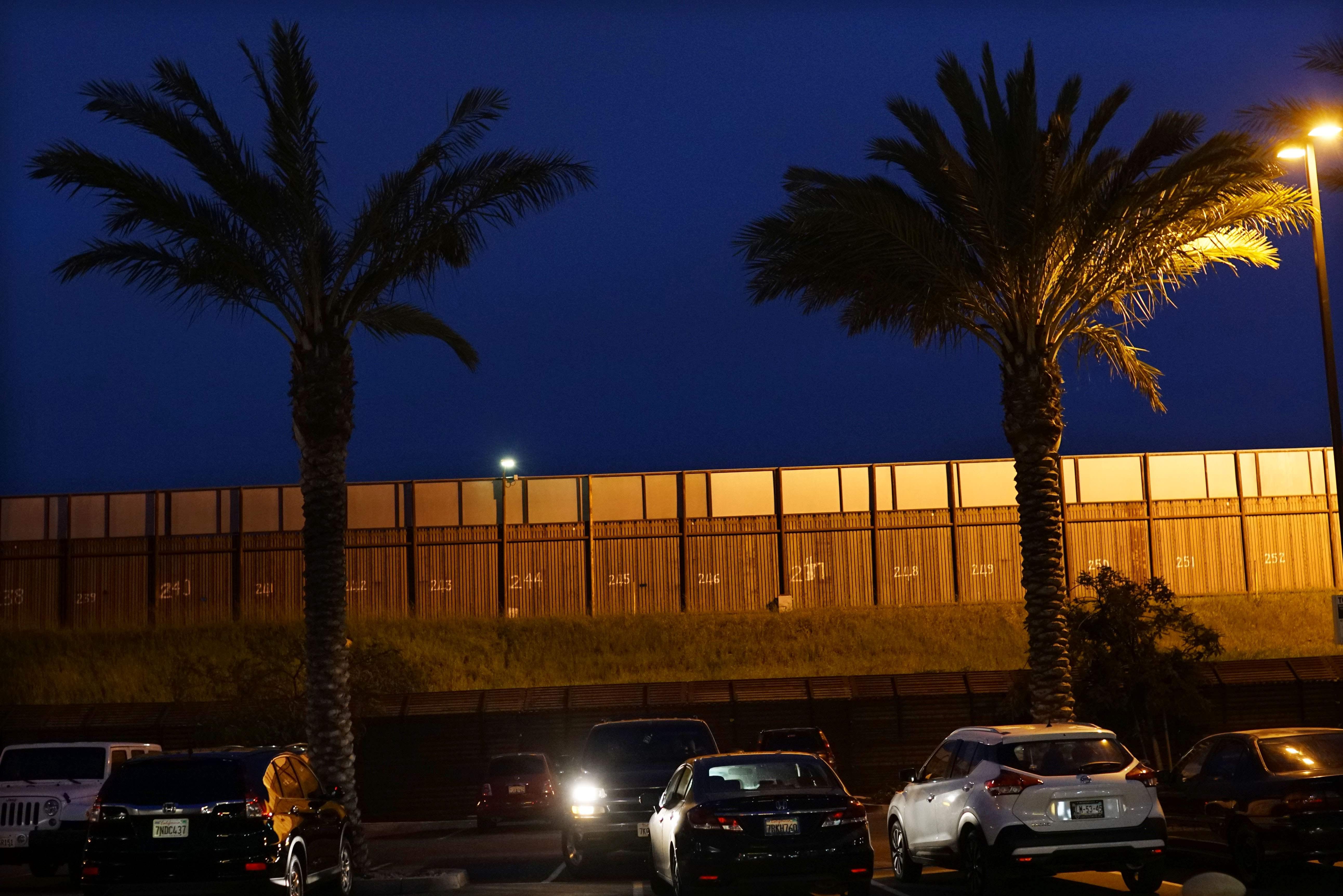 聖地牙哥口岸與墨西哥聖以西鐸只有一牆之隔。(Getty Images)