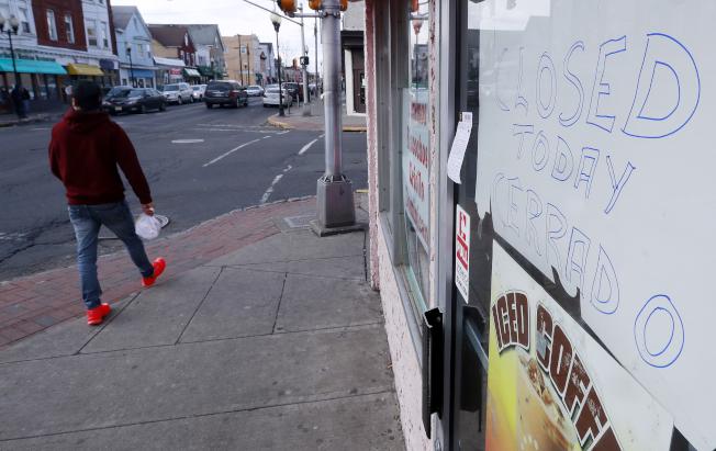 16日為「無移民日」,新州許多餐館、商店關門響應。(美聯社)