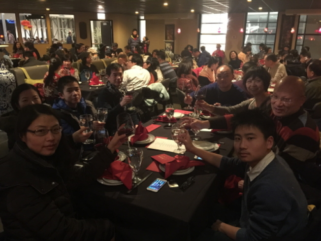 中國旅客近來到美國意願減低,如圖中眾多中國旅遊團到芝加哥過春節的盛況,今年已不復見。(本報檔案照片)