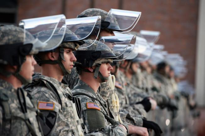 美聯社報導,白宮考慮出動國民兵協助逮捕非法移民。(Getty Images)
