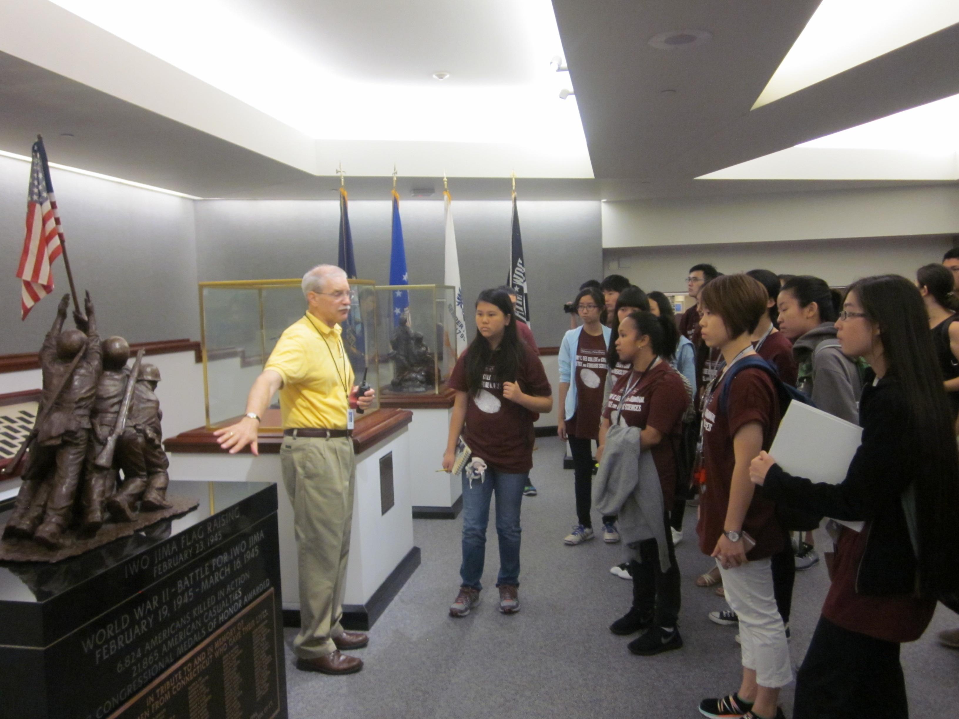 學生參觀康州政府機構